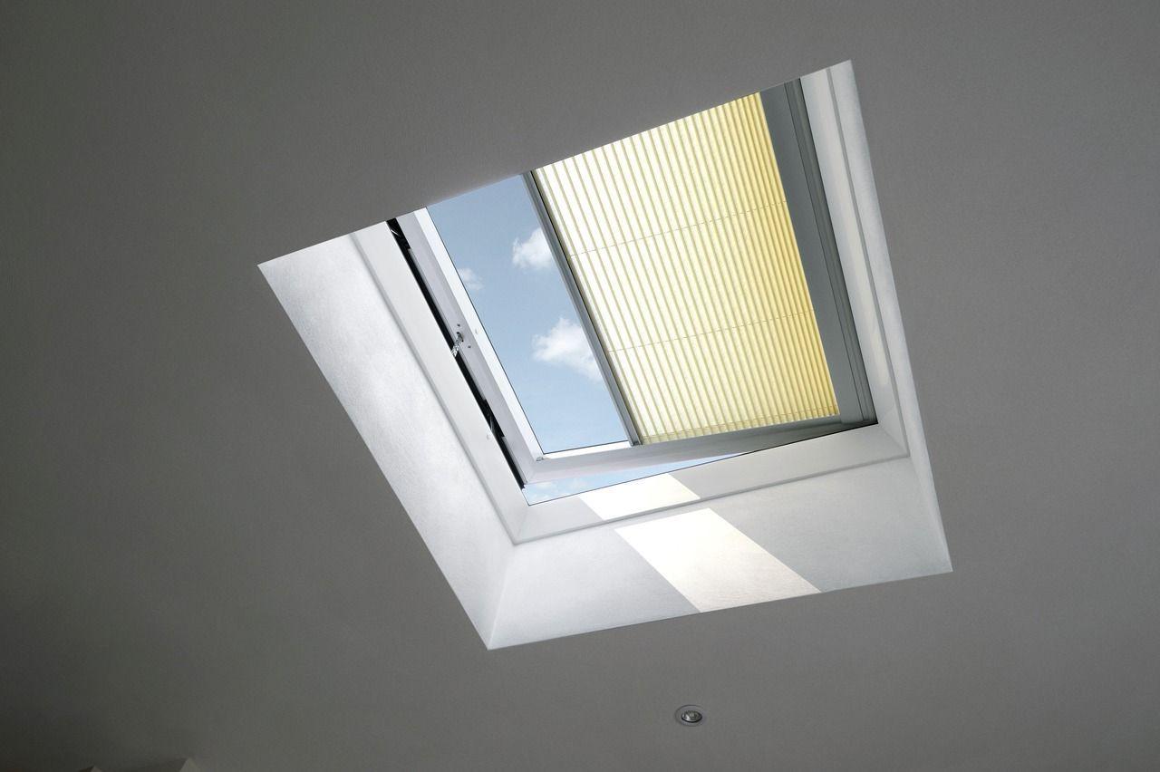 Finestre per mansarde e lucernari great la finestra a for Velux motorizzata